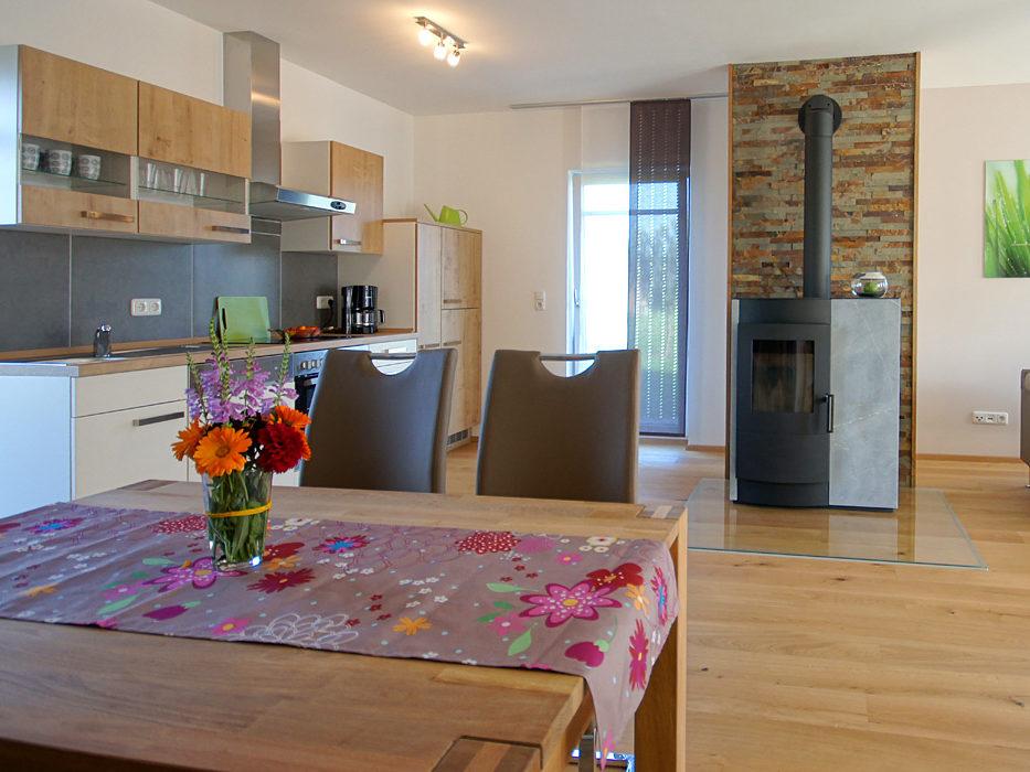 Ferienwohnung Schmied Wohnraum mit Kaminofen