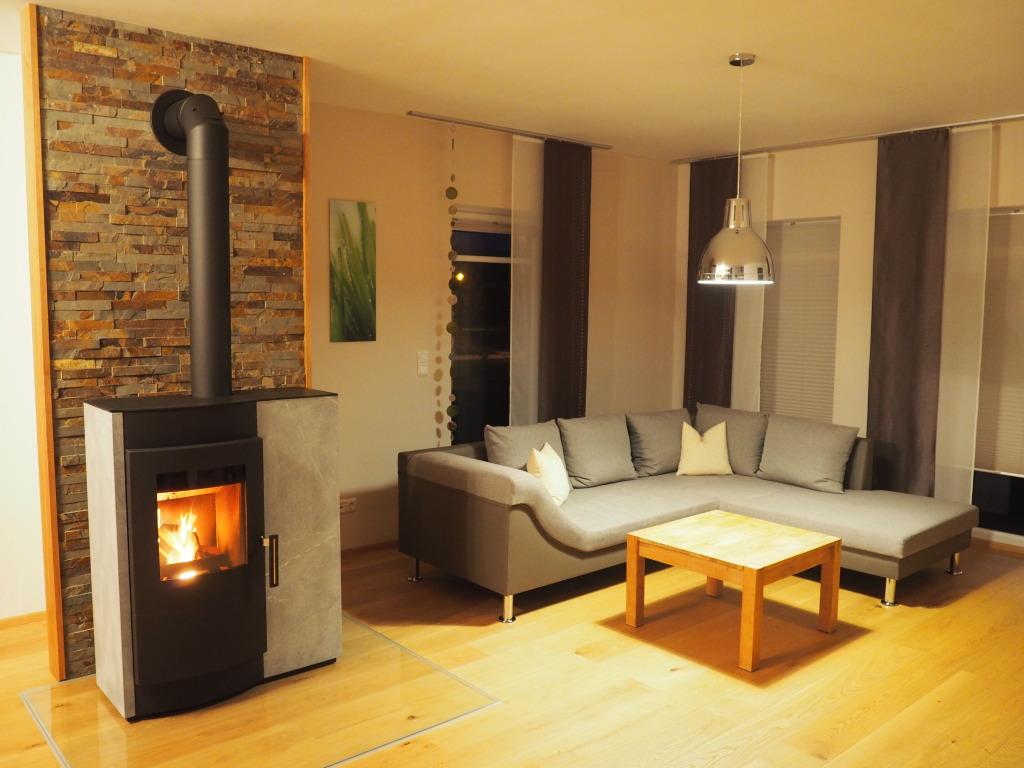 Wohnraum mit Kaminofen Ferienhaus Schmied