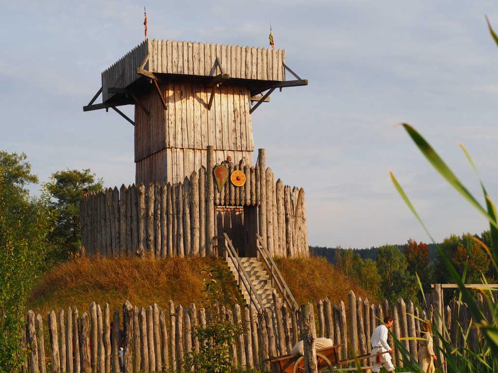 Turmhügelburg im Geschichtspark